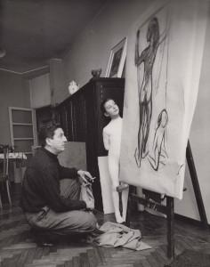 Vasconi con la figlia Marina nel suo studio di via Mussi a Milano, 1958